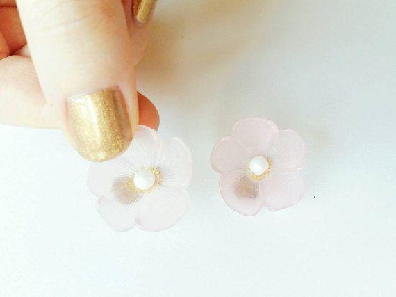 Boucles d'oreilles romantiques Vintages fleurs par Lechapeaumagique