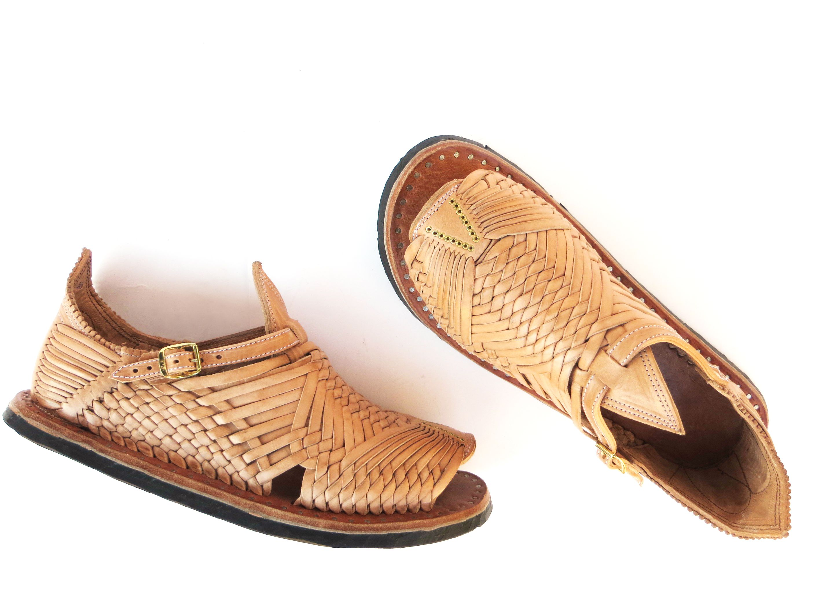 """dc8abf460658 FIRST ARRIVALS – The úkata """"Cien Clavos"""" by Huaraches Martínez – The ..."""