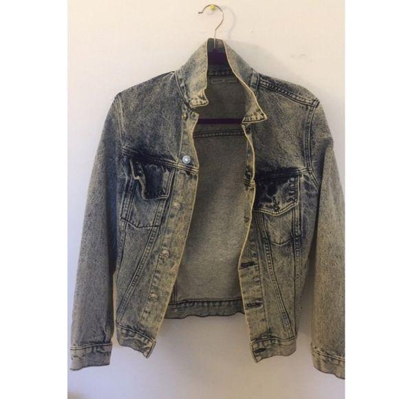 Brandy Melville Denim Jacket Denim vintage jacket, looks AMAZING over short mini dresses Brandy Melville Jackets & Coats Jean Jackets