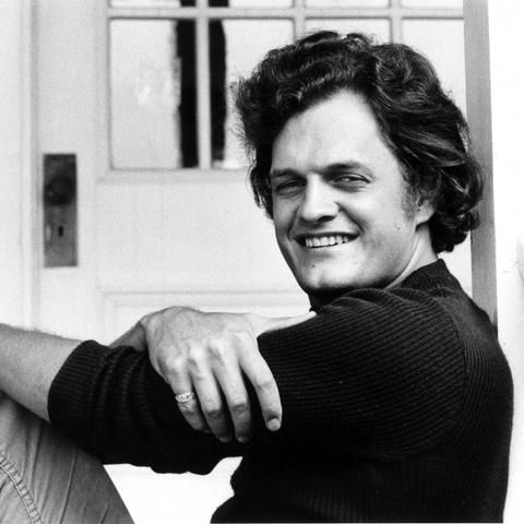 9 16 In 1975 We Lost Singer Songwriter Harry Chapin All Too Soon He Was Driving Alone To A Gig Along The Ny Parkwa Folk Song Rock And Roll History Songwriting