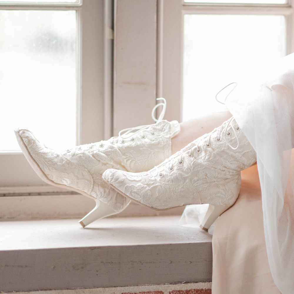How To Make A Wedding Toast In 2020 Lace Wedding Boots Bridal