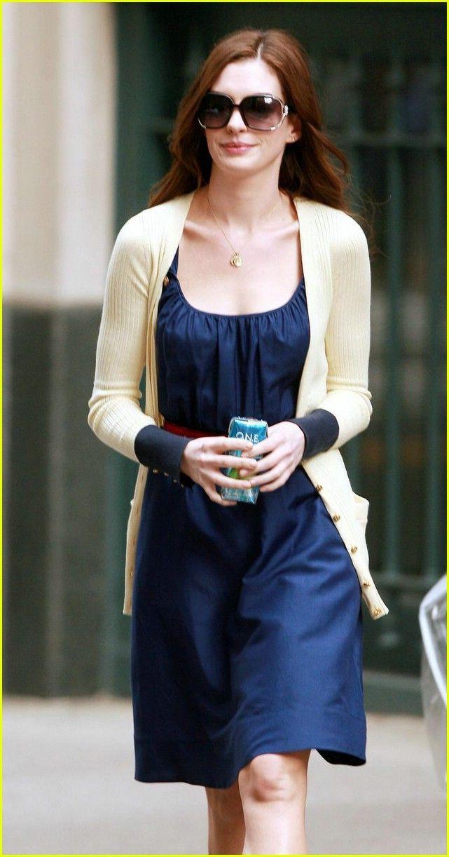 Anne Hathaway Is Waiting To War Anne Hathaway Bride Wars 01 Photo Anne Hathaway Style Bride Wars Fashion