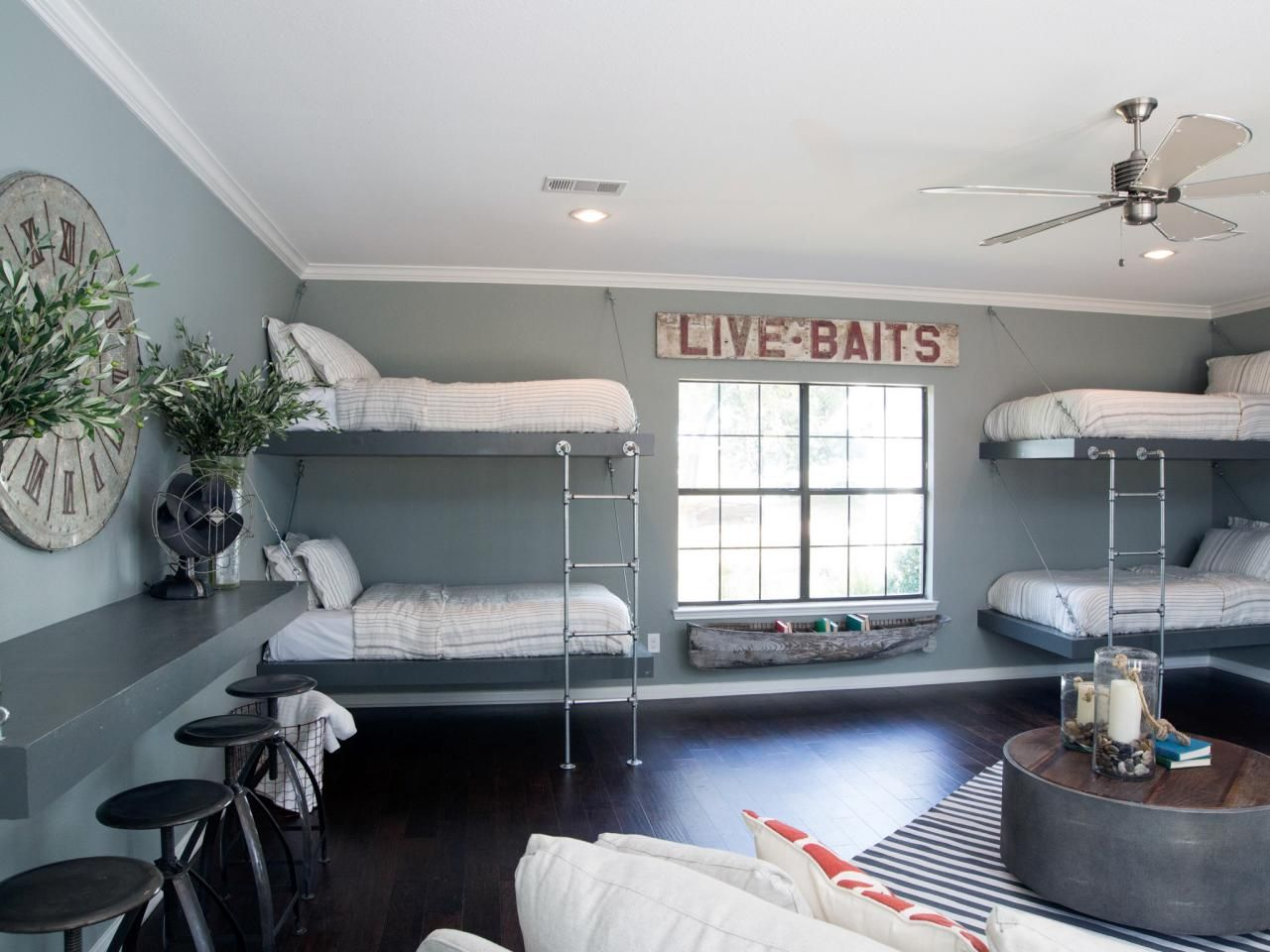 Kids 39 bunk bed and bunkroom design ideas joanna gaines for Mattress in living room ideas