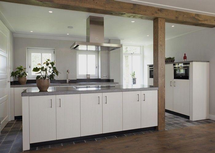 witte keuken met houten balk - Google zoeken