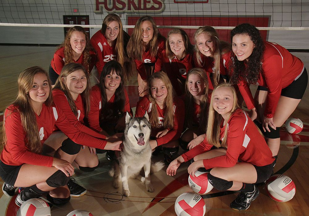 Volleyball Team Pic With Mascot Lady Huskies Volleyball Husky Mascot Volleyball Team Pictures Team Photos Volleyball Team