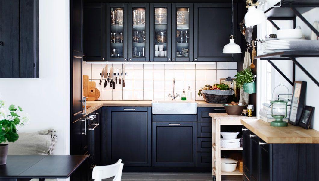 traditionelle dunkle metod kche mit laxarby fronten vitrinentren und deckseiten in schwarzbraun massivholzarbeitsplatten und - Dunkle Kche
