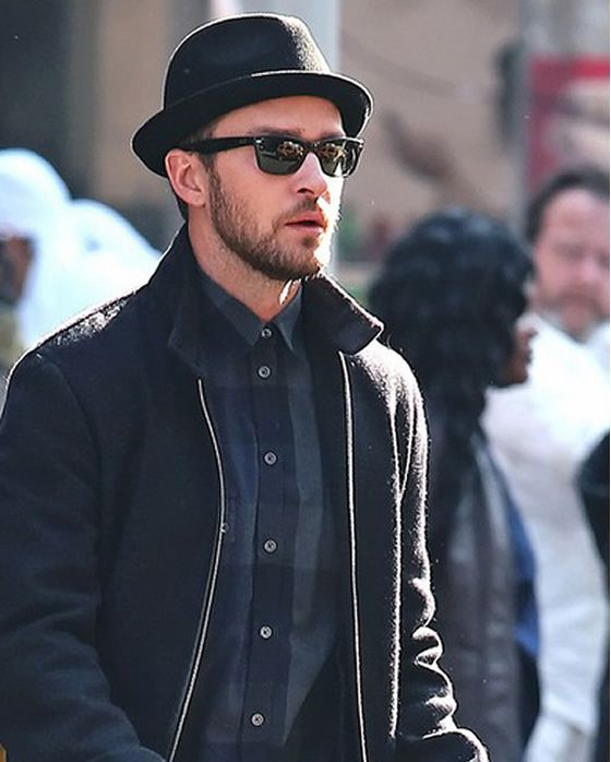 Justin Timberlake s street style with the new wayfarer from Ray-ban ... f7bfb460290e