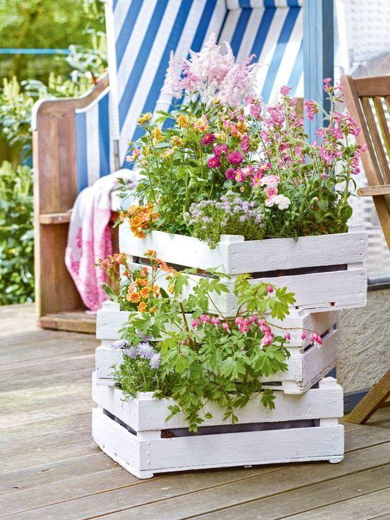 Decorazioni creative con cassette di legno ecco 15 esempi for Decorazioni giardino aiuole