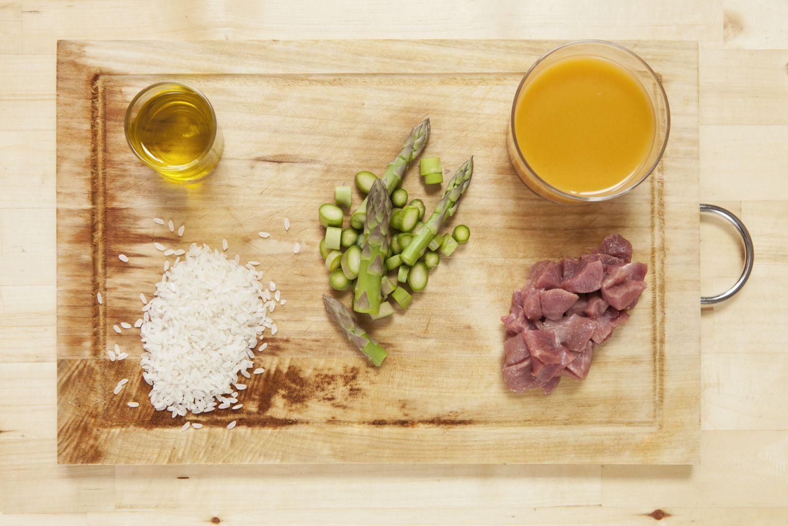 arroz de cerdo y espárragos