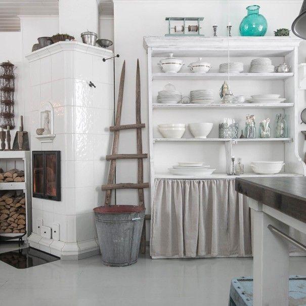 Provencen tyylillä: Valkoinen kakluuni - Oikotie Sisustus | Oikotie Sisustus
