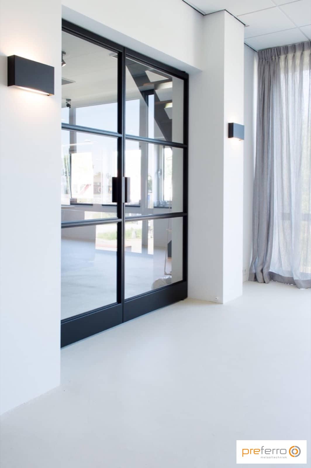 Dubbele binnendeuren met glas in woonkamer - Stalen deuren ...