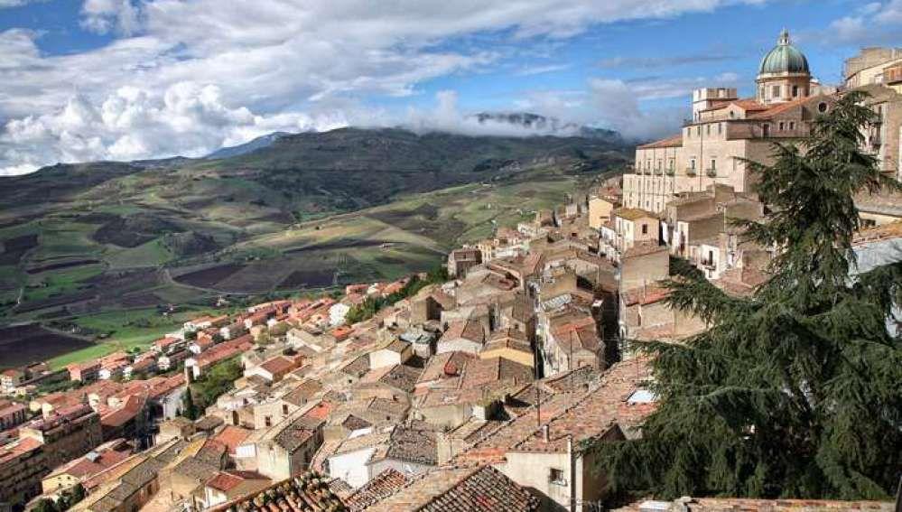 Un pueblo de Sicilia en Italia vende casas abandonadas por