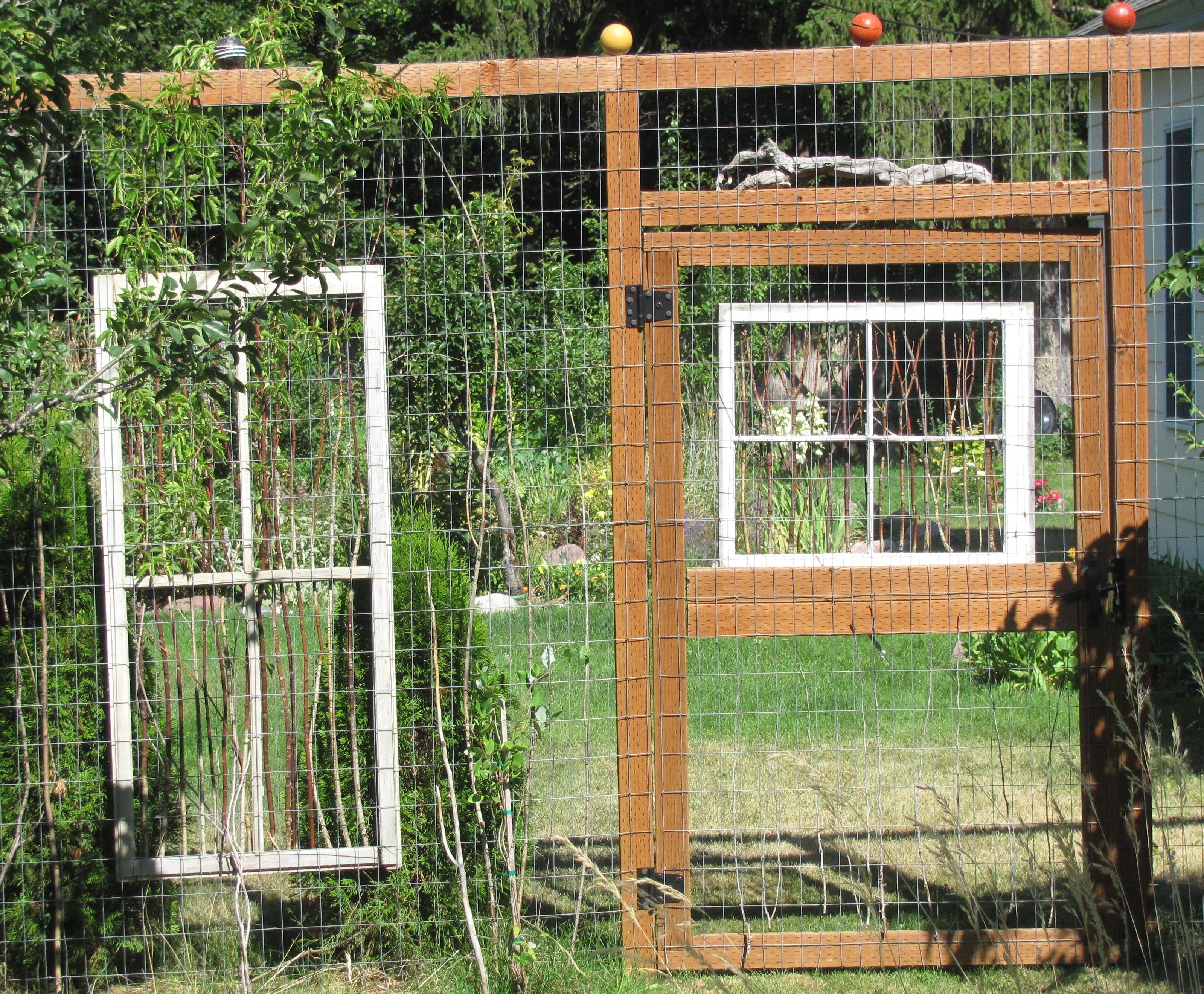 18 DIY Garden Fence Ideas to Keep Your Plants | Wood fences, Fences ...