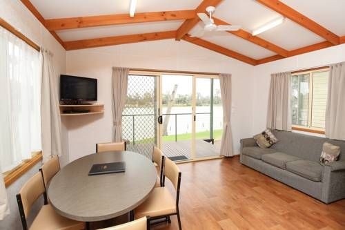 Rivergardens Holiday Park Gol Gol Located in Gol Gol, Rivergardens Holiday Park offers a garden and outdoor pool. Mildura is 5 km away. Free WiFi is featured .  The accommodation comes with a flat-screen TV and DVD player.