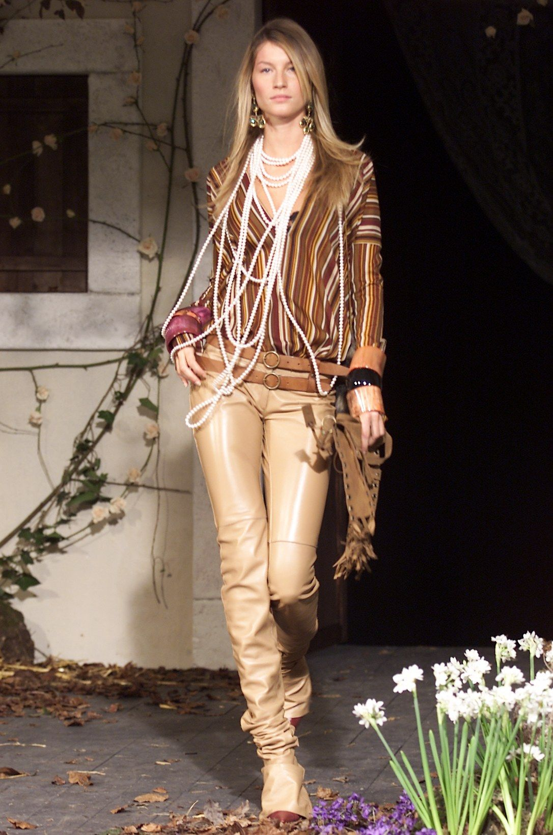 98bd080d Dolce & Gabbana Fall 2001 Ready-to-Wear Fashion Show | Fashion ...