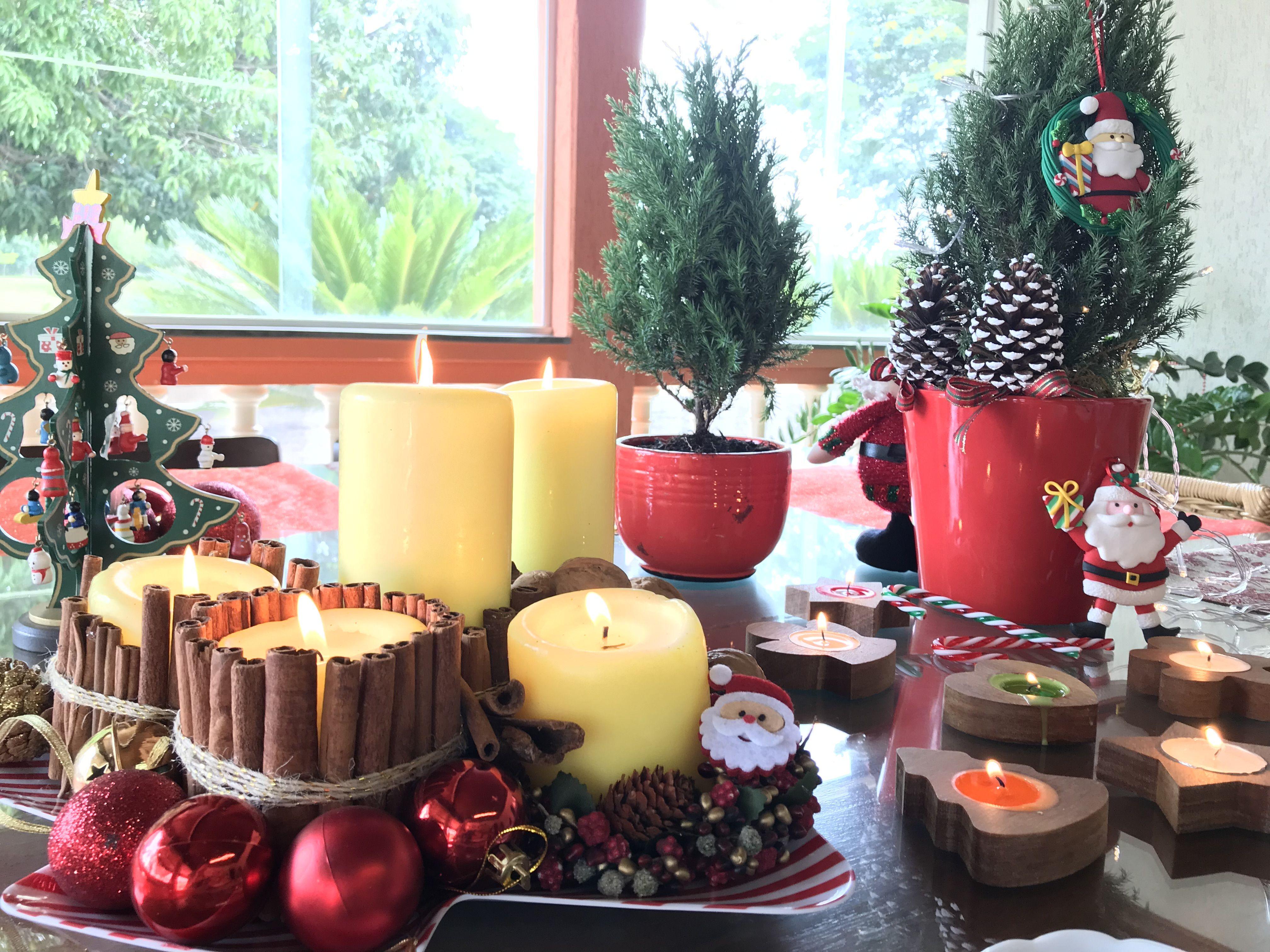 Mesa Decorada Para O Natal Com Arranjo De Mesa Lindo Delicado E
