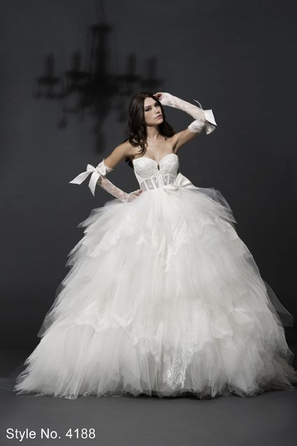 Pnina Tornai. If I could afford her dresses I would :) Why do I not ...
