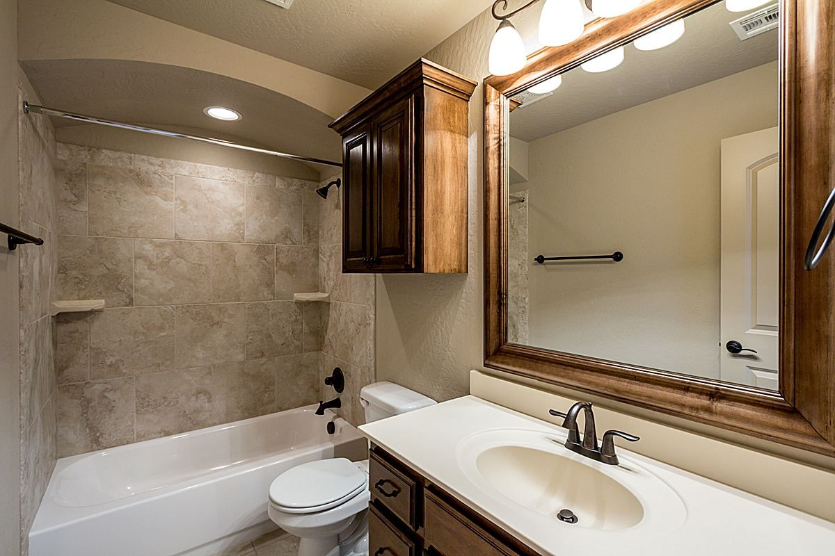 Kitchens | Tubs | Mirrors | Sinks | Tile | Hardwood Floors | SW OKC | Oklahoma City | Home Builder