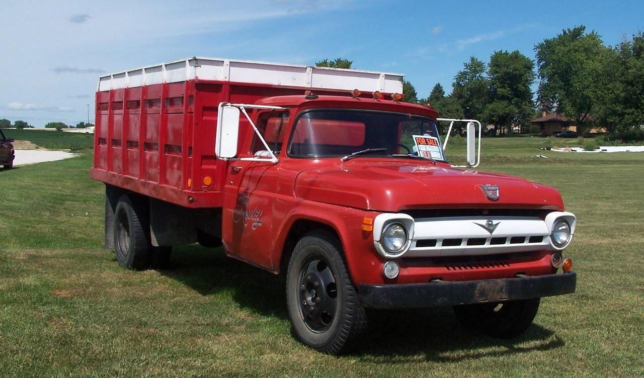 1957 F6OO Farm style dump bed (grain hauler) Ford