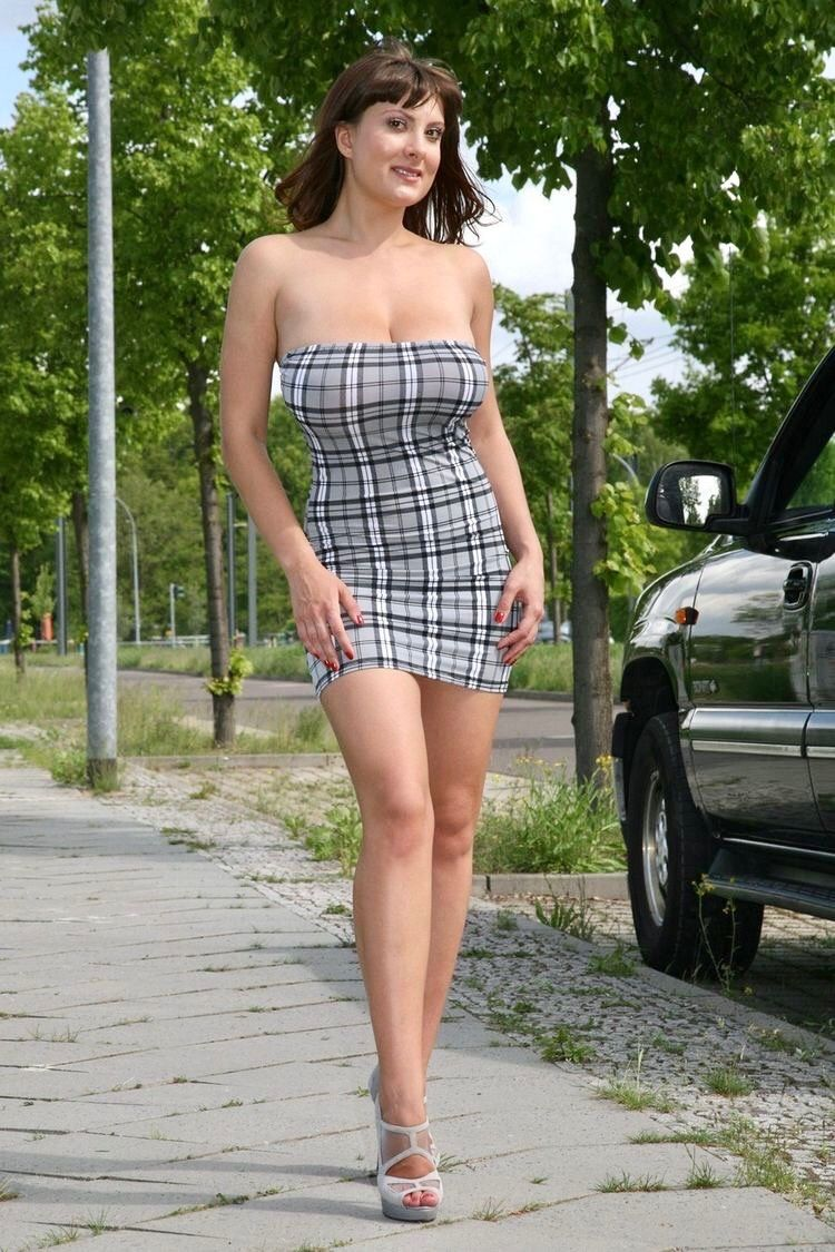 Amateur wife short skirt heels what phrase