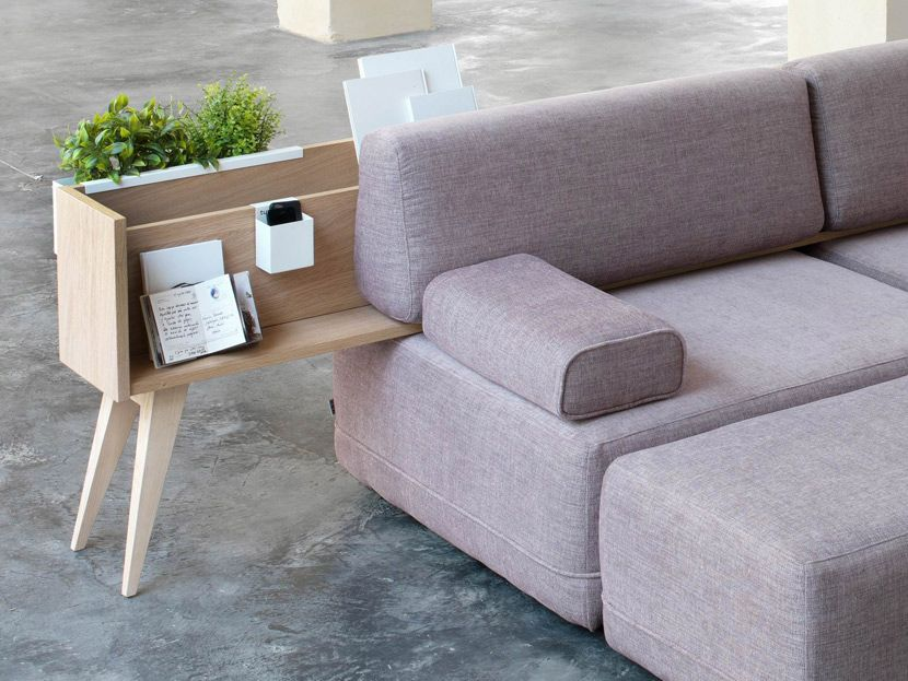 Merging a sofa with occasional furniture Spanish
