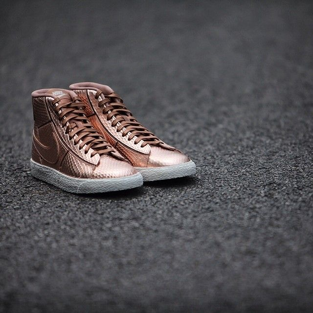 newest 05550 dbd7c Nike WMNS Metallic Red Bronze Collection - Sneakers Madame