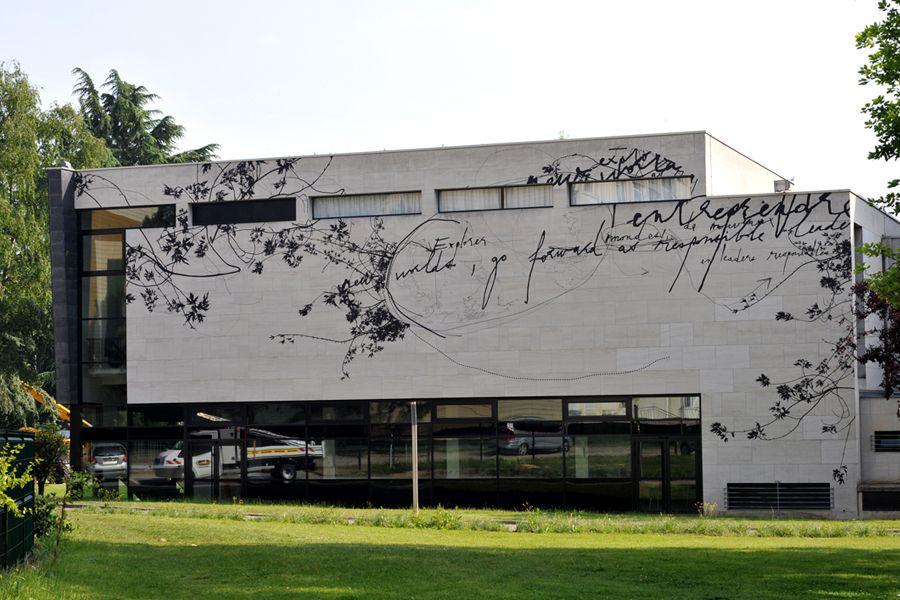 Création murale monumentale pour l'école de commerce Neoma Business School
