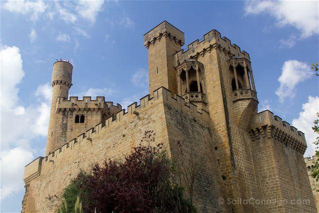 La mezcla de estilos en torres y balcones es más que evidente en el palacio real de Olite