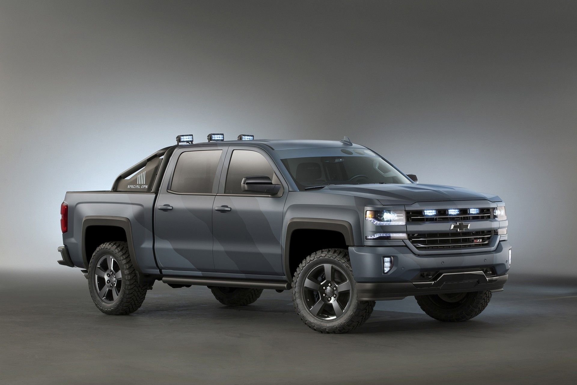 2019 chevy avalanche review