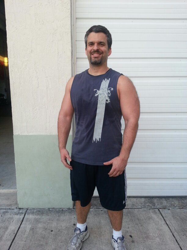 Hi my name is eduardo descalzo this is my garage gym miami