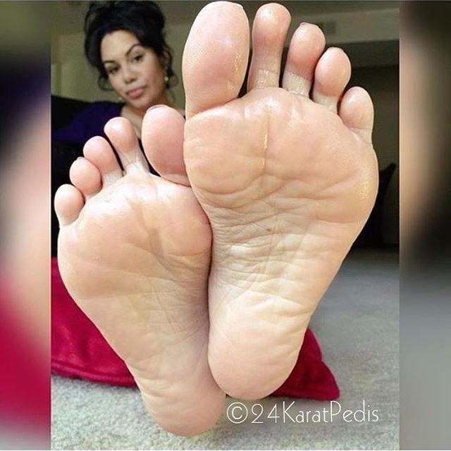 Amateur wrinkled soles