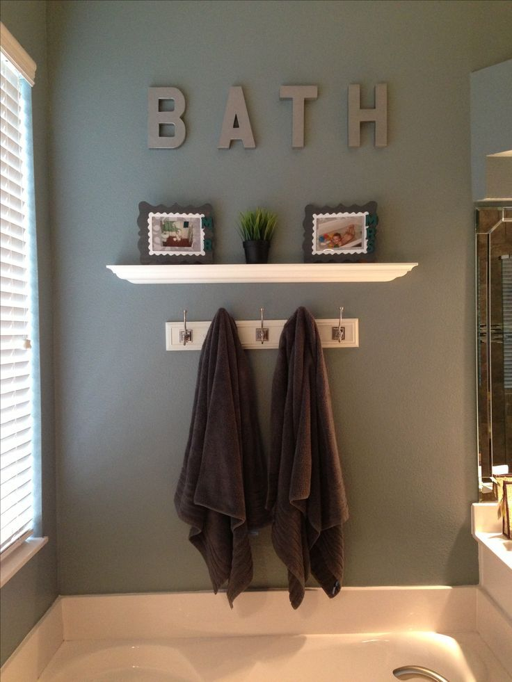 20 wall decorating ideas for your bathroom simple for Green and grey bathroom accessories