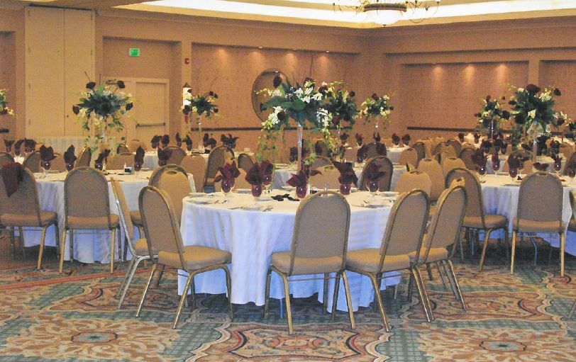 Corporate Holiday Party | The Center @ Holiday Inn | Breinigsville, PA | Call 610.391.1000 today for your tour!