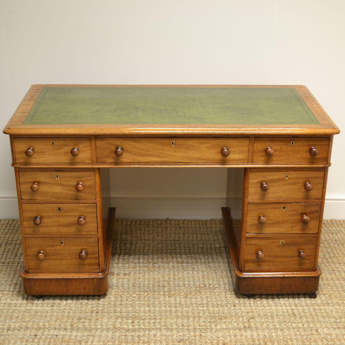 Quality Victorian Mahogany Antique Pedestal Knee Hole Desk Antiques World In 2020 Antique Desk Desk Fine Antique Furniture
