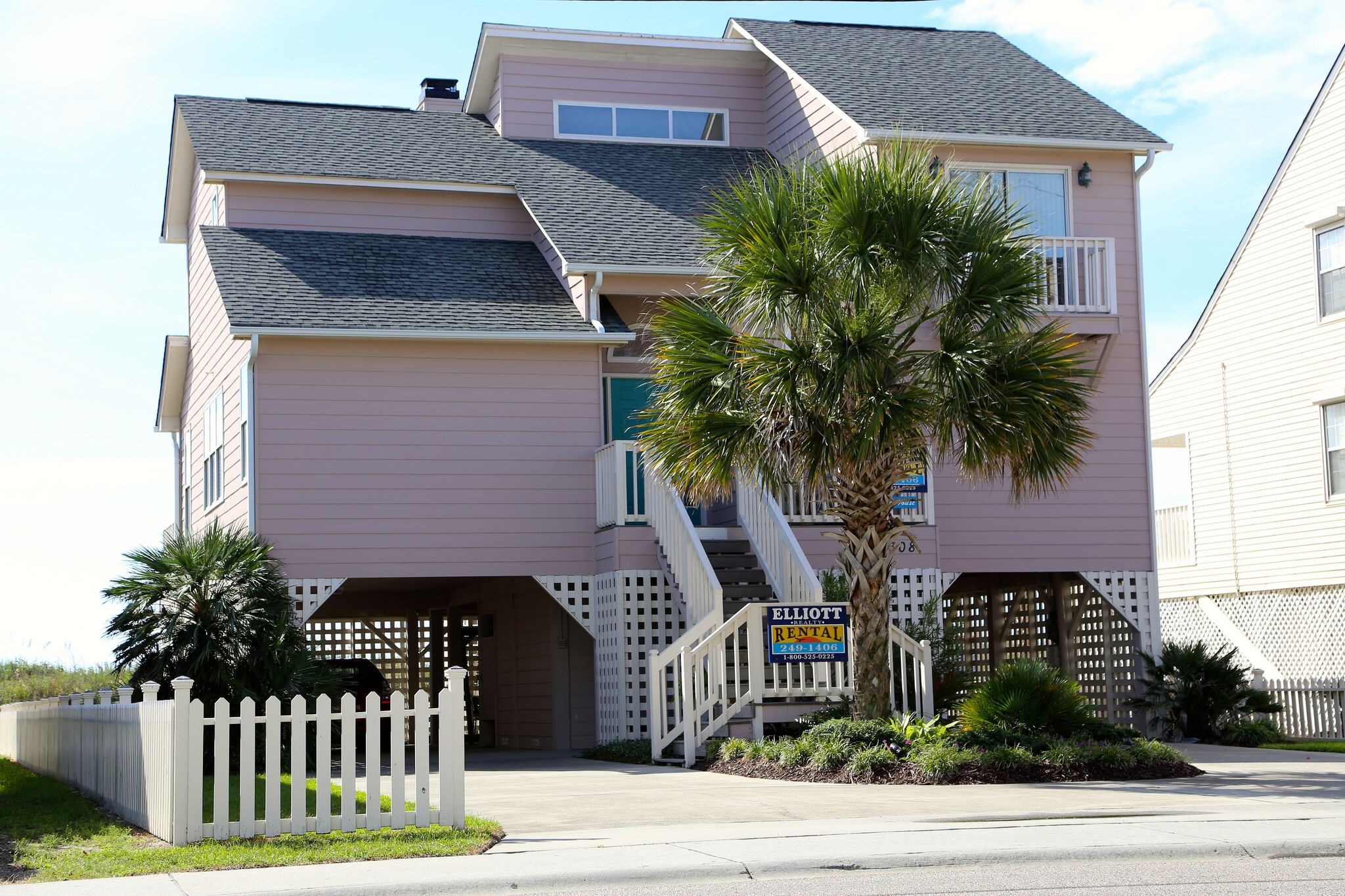 BRITT HOUSE  OCEANFRONT RENTAL  4 BEDROOMS 4 FULL BATHS