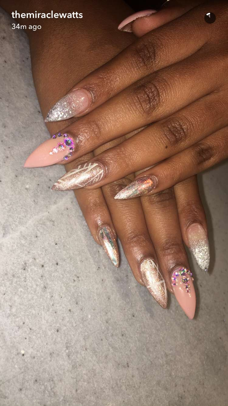 30+ Ideas For Gorgeous Nails With Gold Foil Designs in