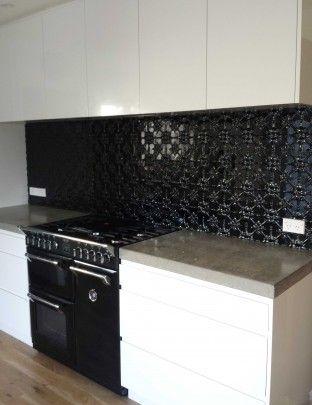 stunning gloss black kitchen splashback these fleur. Black Bedroom Furniture Sets. Home Design Ideas