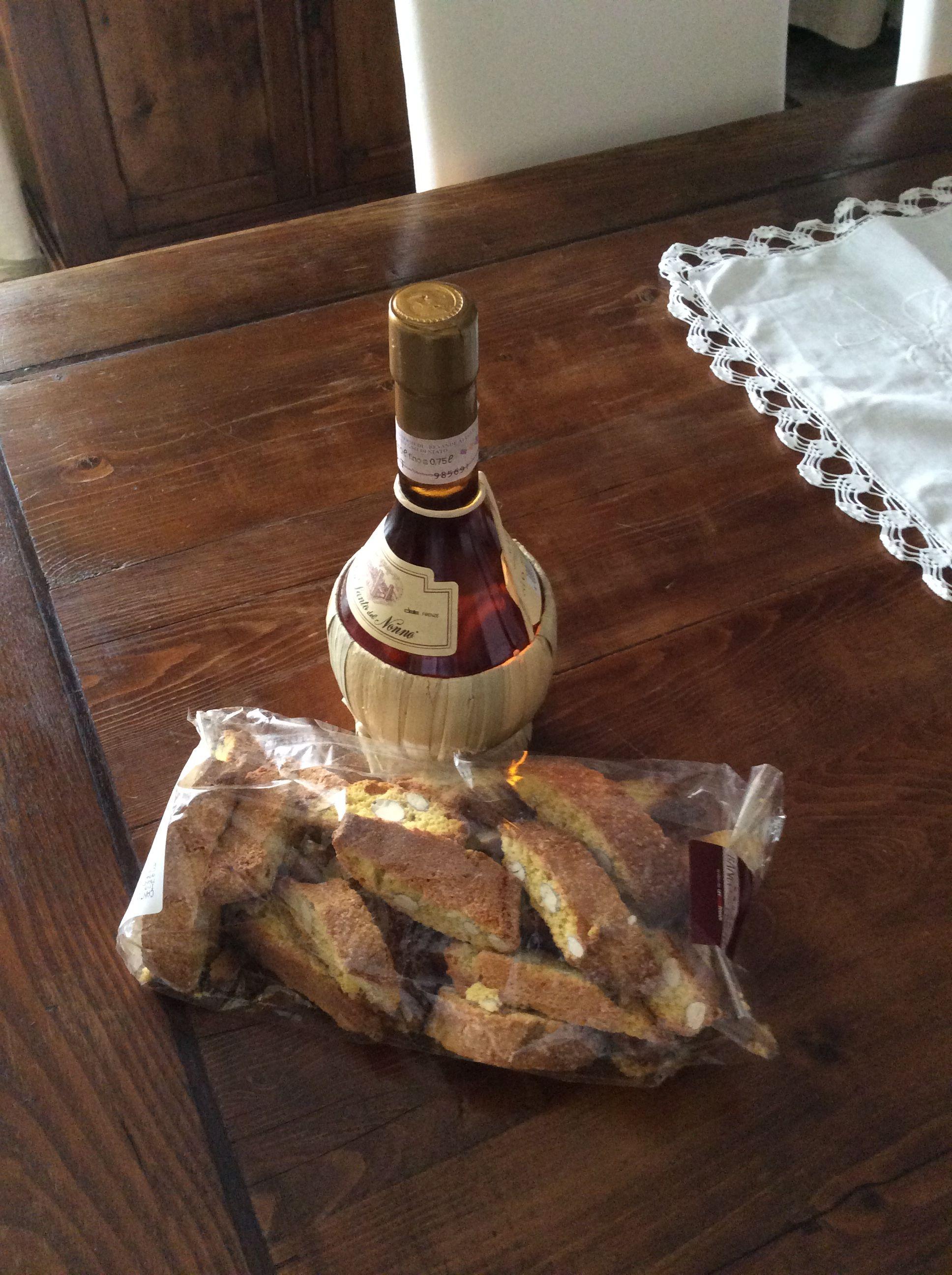 Vinsanto e cantuccini.... specialità toscane. Food, Tasting
