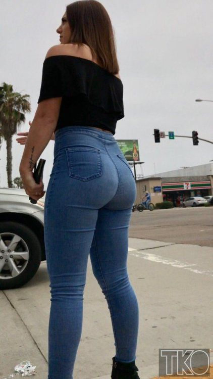 Hot girl with sexy jeans free pic