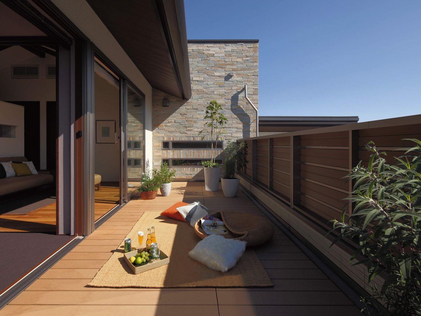 ルーフバルコニー イメージ 日本のモダンな家 バルコニーのデザイン