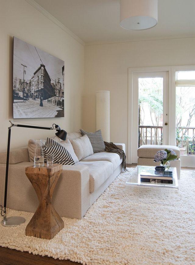 wohnzimmer einrichten neutrale farben holz beistelltisch shaggy ...