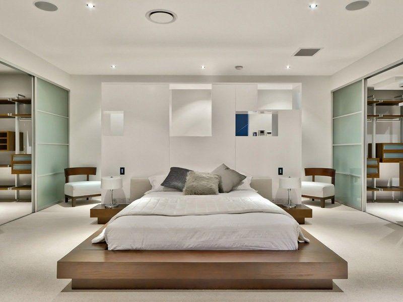 Schlafzimmer Mit TatamiDoppelbett Und Weiße GipsTrennwand - Trennwand schlafzimmer