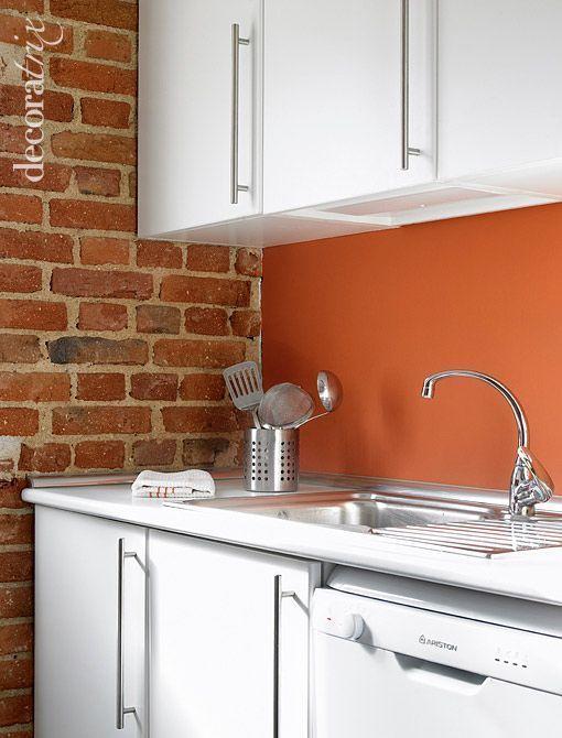 Cocina con paredes de ladrillo visto suelos y paredes - Paredes ladrillo visto ...