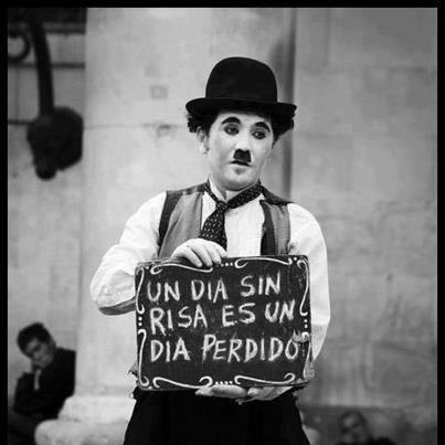 Un Día Sin Risa Es Un Día Perdido Charles Chaplin Risa Pensamientos Frases De Chaplin