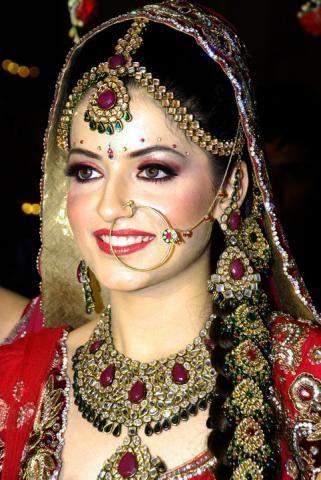 Http Www Leelsstyle Wp Content Uploads 2017 07 Bridal Makeup Tips 5 Jpg Jewellery Crystal Diamond Swarovski Bling Sparkles Pinterest