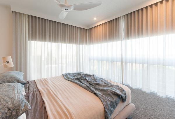 Interior Simple White Venetian Blinds On Bi Fold Glass Door Blinds For Patio Doors Windowtreatm Patio Door Blinds Blinds For French Doors French Door Shutters