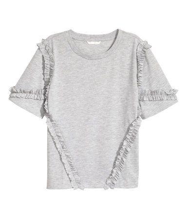 Blanco natural. Top holgado en punto de algodón con volantes fruncidos y mangas cortas.