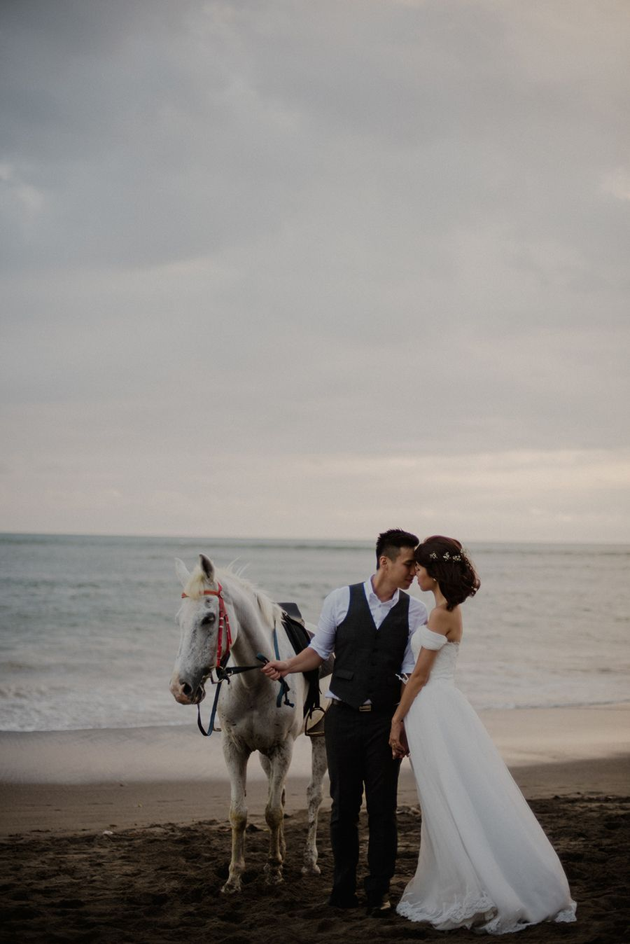 Weileong And Germaine S Pre Wedding Photo Shoot With Horses In