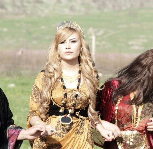 Kurdish girl kurdish dancing! Love the Kurdish Culture