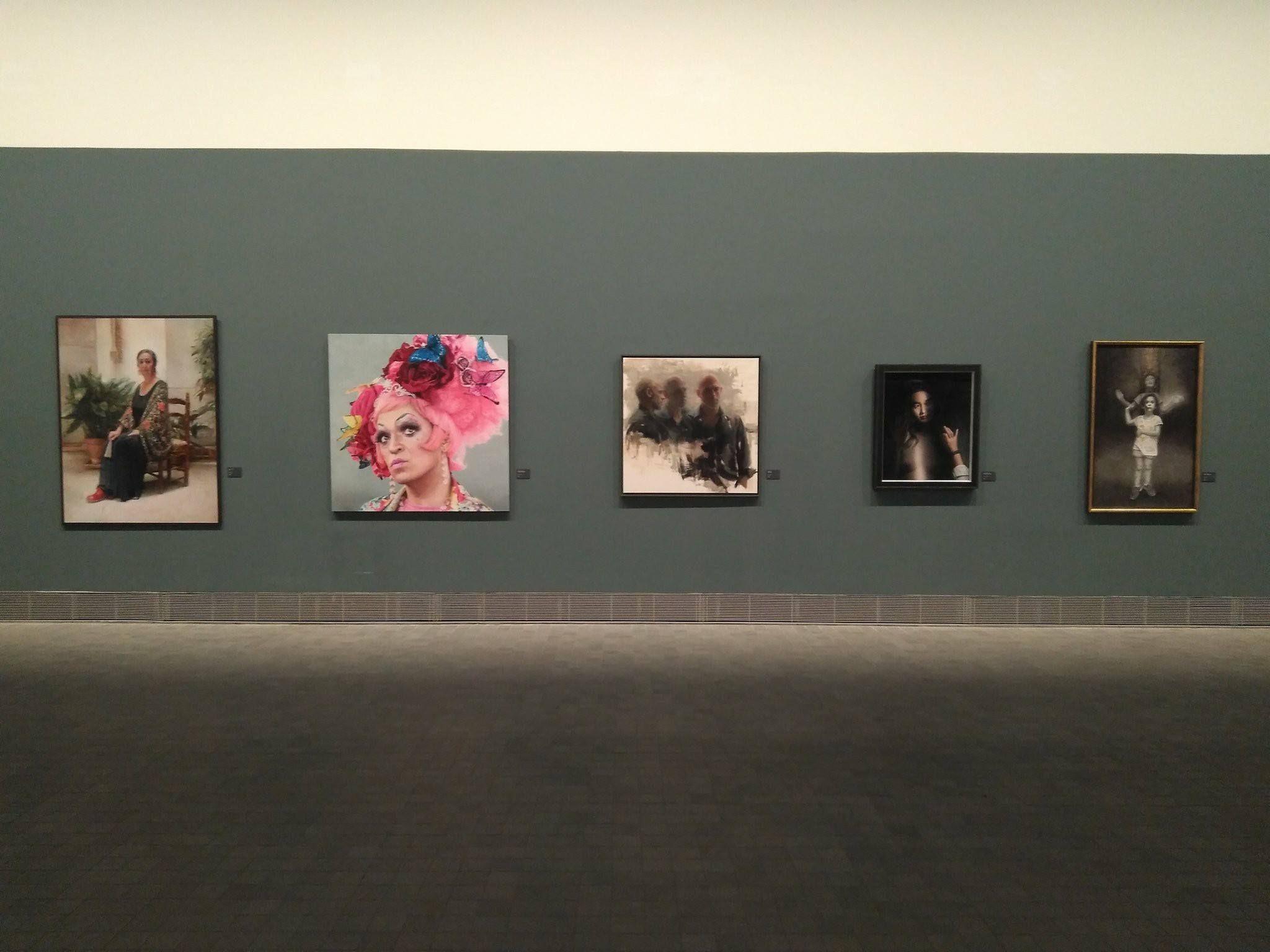 El Iaacc Pablo Serrano Acoge Hasta El Próximo 17 De Junio La Exposición Modportrait 2017 Pintura Realis Pinturas Realistas Exposiciones Que Hacer En Zaragoza